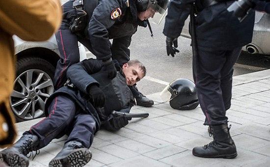 В Москве пострадал полицейский