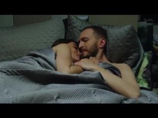 Kara Para Aşk 9.Bölüm - Nilüfer kendisini Metin'in kollarına bırakır