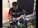 Играю на барабанах в школе PARTY-UROKI