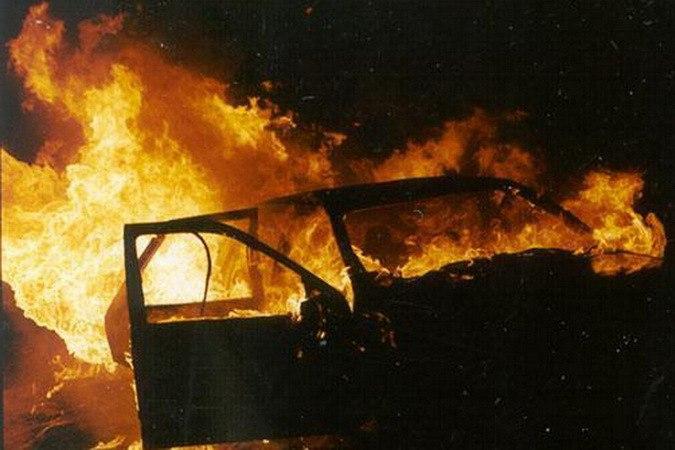Под Таганрогом сгорел гараж и «девяносто девятая»