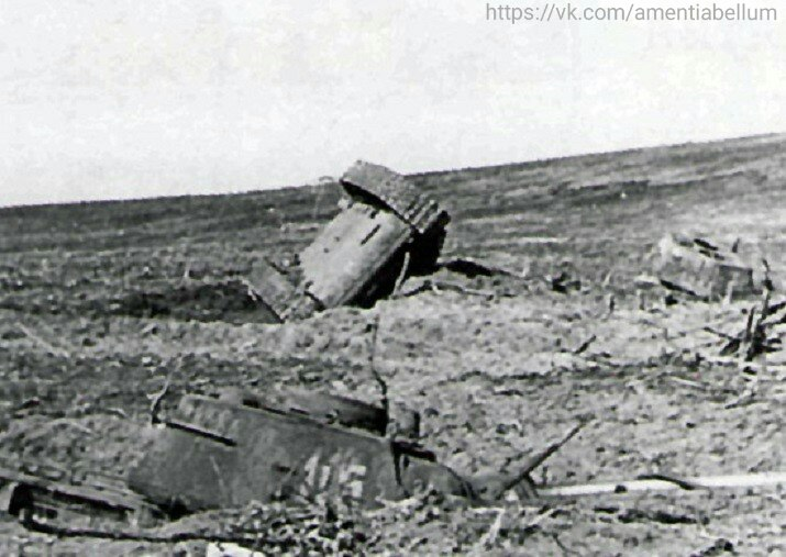 Уничтоженные ядерным взрывом танки Т-34-85. Тоцкий полигон около Оренбурга. 14 Сентября 1954 года.