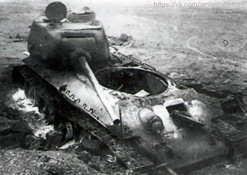 Уничтоженный ядерным взрывом танк Т-34-85. Тоцкий полигон около Оренбурга. 14 Сентября 1954 года.