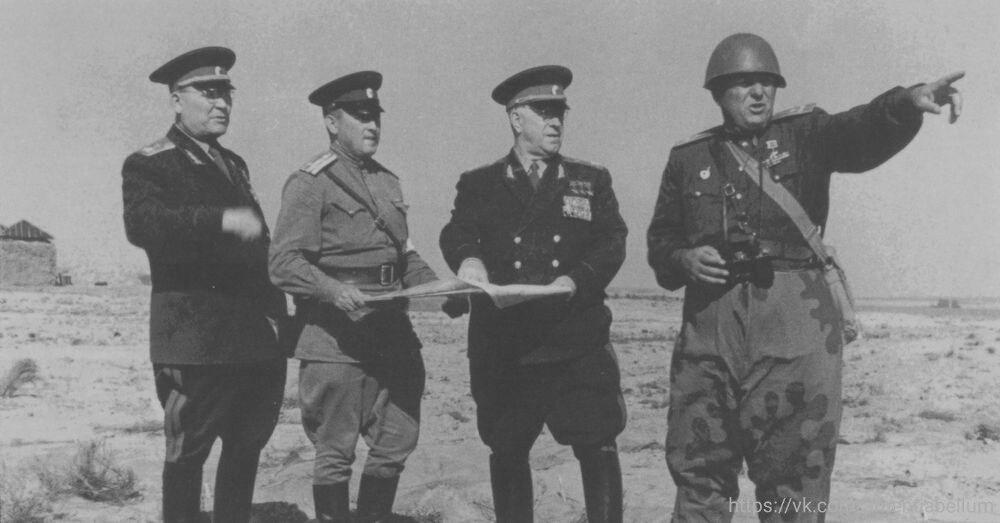 Маршал Жуков Г. К. занимается подготовкой к проведению Тоцких учений с применением ядерного оружия. Сентябрь 1954 года.