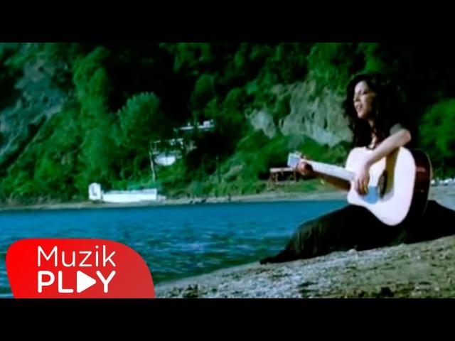 Neslihan - Hiç Sevmedim (Official Video)