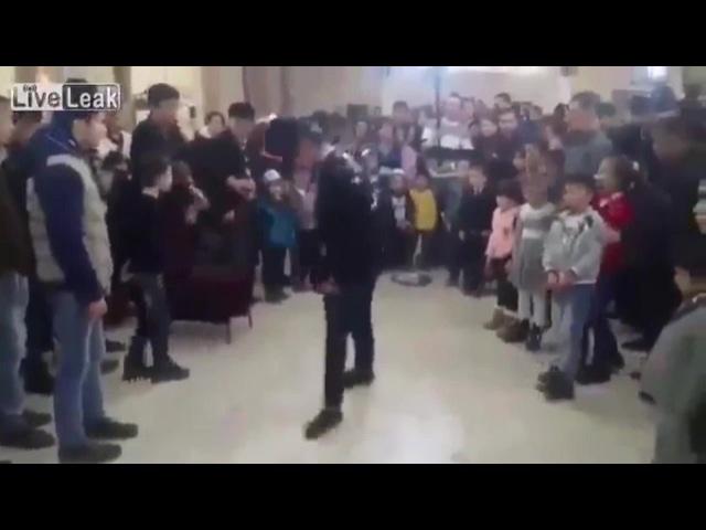 Невозмутимый танцор, лучшая пародия на Майкла Джексона