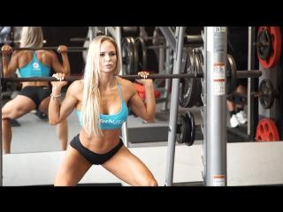 Saskia Cakoci (Словакия) - красивая фитнес-бикини модель. Тренировка в фитнес зале с комментариями. Рекомендую!