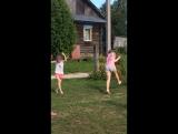 Полина и Саша танцуют. Забавно!