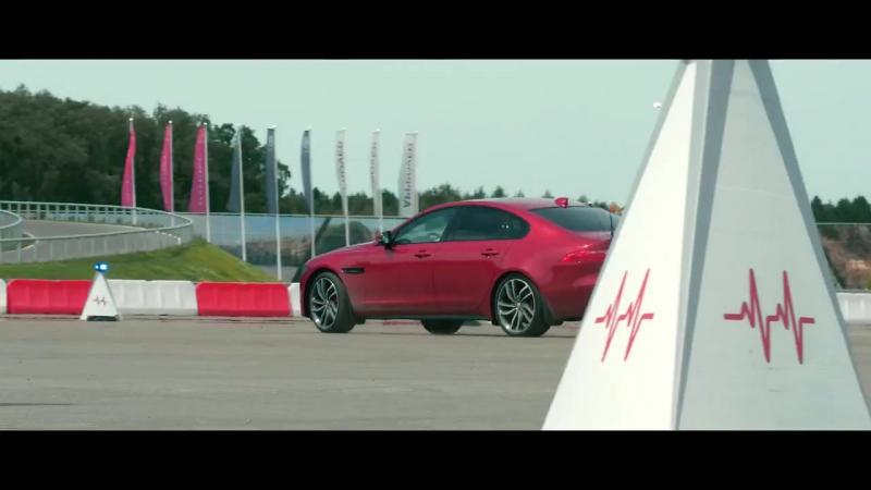 Jaguar- обгони Фёдора Бондарчука натрассе Smart Cones