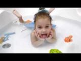Веселая рыбалка. Ловим игрушечных рыбок в ванне на удочку)). Новое видео для детей.