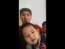 Максат и его сын.малыш повторяет за папой