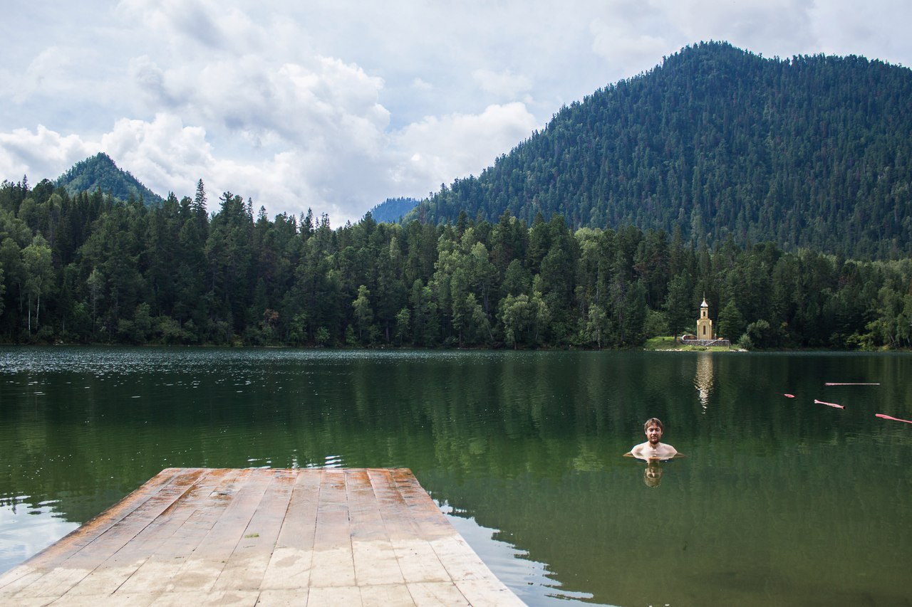 Купание в озере Изумрудное