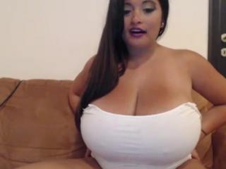 Красивая дамочка с натуральной роскошной большой грудью big boobs
