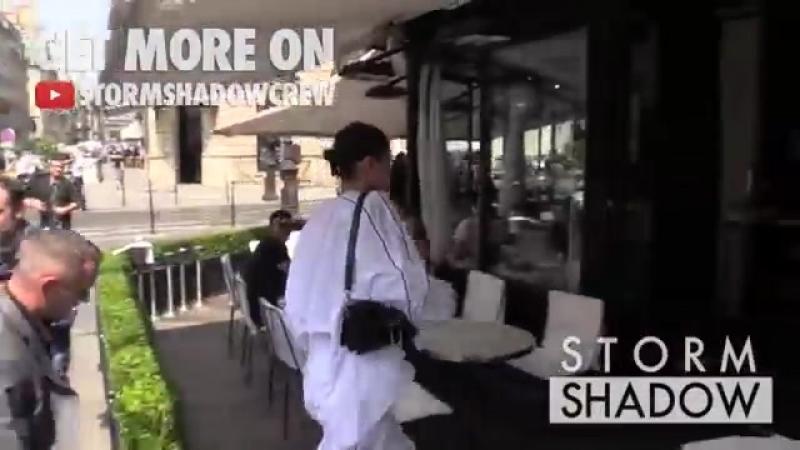 Белла Хадид прибывает на ланч в ресторан L'Avenue Париж 22 06 17