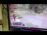 Козырек подъезда спас маму с дочкой во время урагана в Одинцово