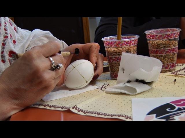Житомирські майстрині-писанкарки діляться своїми знаннями та секретами з житом...