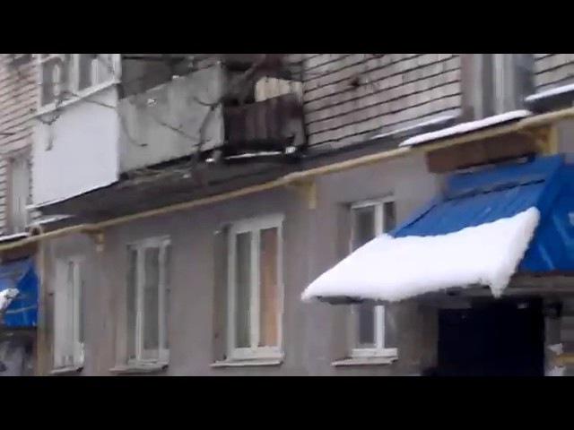 Кидает Коктейли Молотова в машины Великие Луки 01.12.2016