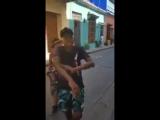 Фристайл в исполнении колумбийских уличных рэперов [Нетипичная Махачкала]