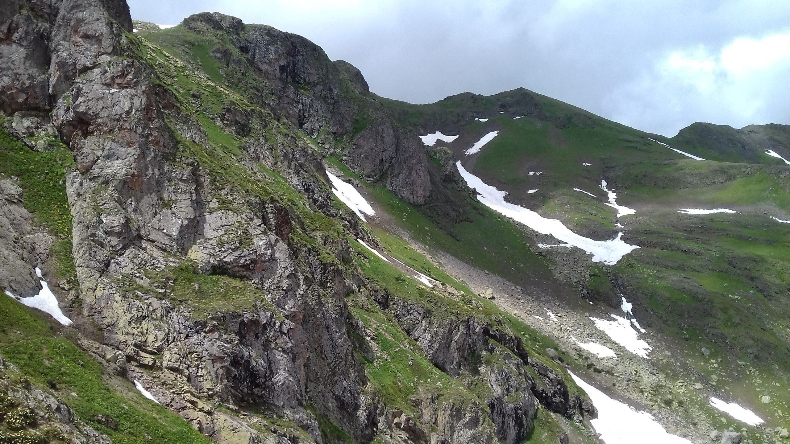 MegaTransCaucasus 2017: through the mountains to the sea. Part 7. Home on Aishkham Klumbochka, part, Lake, almost, meters, lake, located, pass, pass, received, only, begins, hours, fotochki, flower bed, Aishkham, lakes, through, valley, located