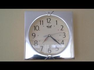 Часы у меня на работе..Управляет полтергейст:-PХодят в обратном направлении;-)