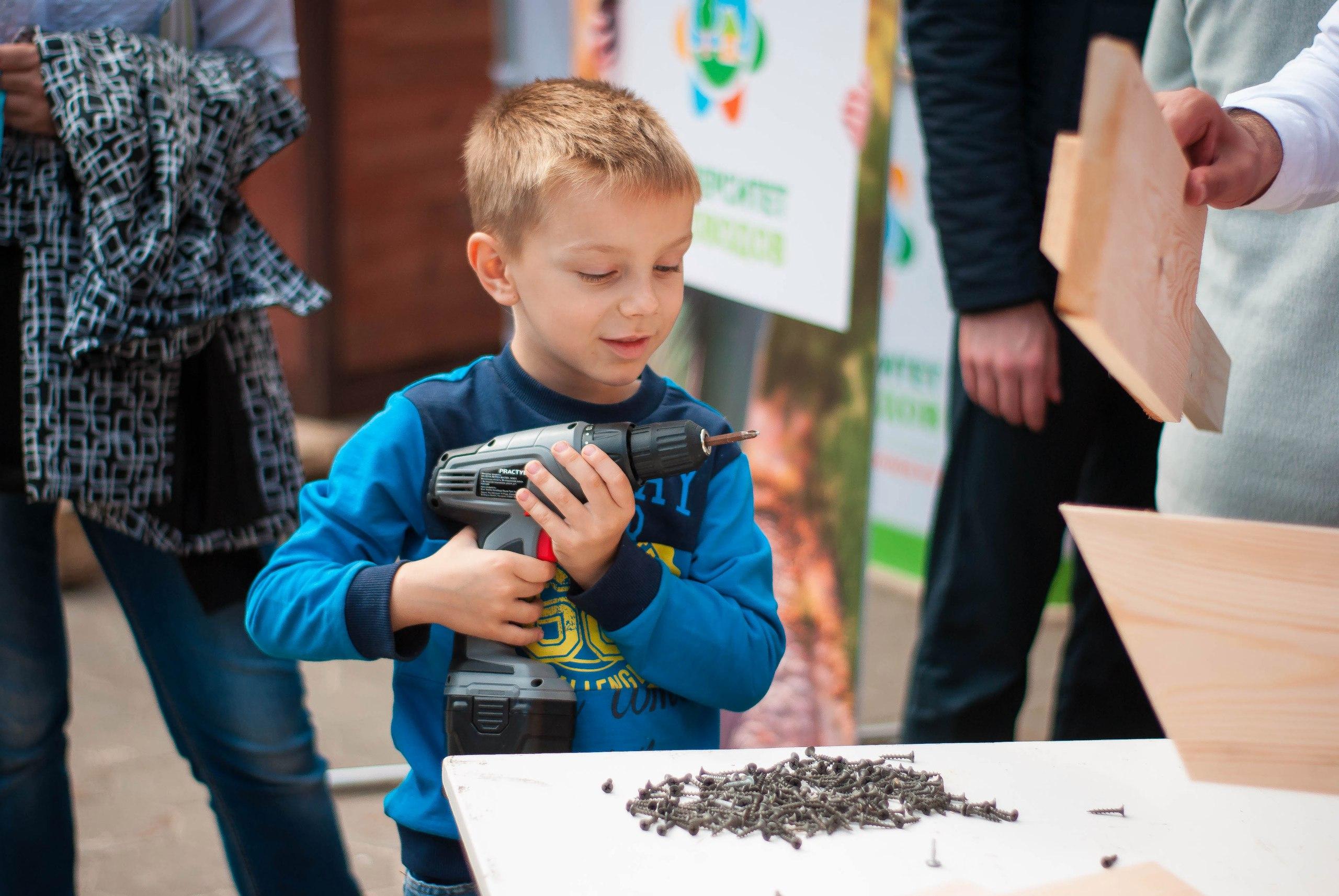 Университет Садоводов на экологическом фестивале в Домодедово провел мастер-класс для детей по изготовлению кормушек