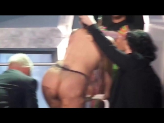 Lady Gaga переодевается