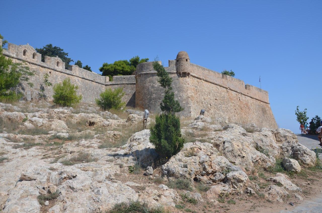 7AEbk-TtiQE Ретимно один из самых красивых городов на Крите.