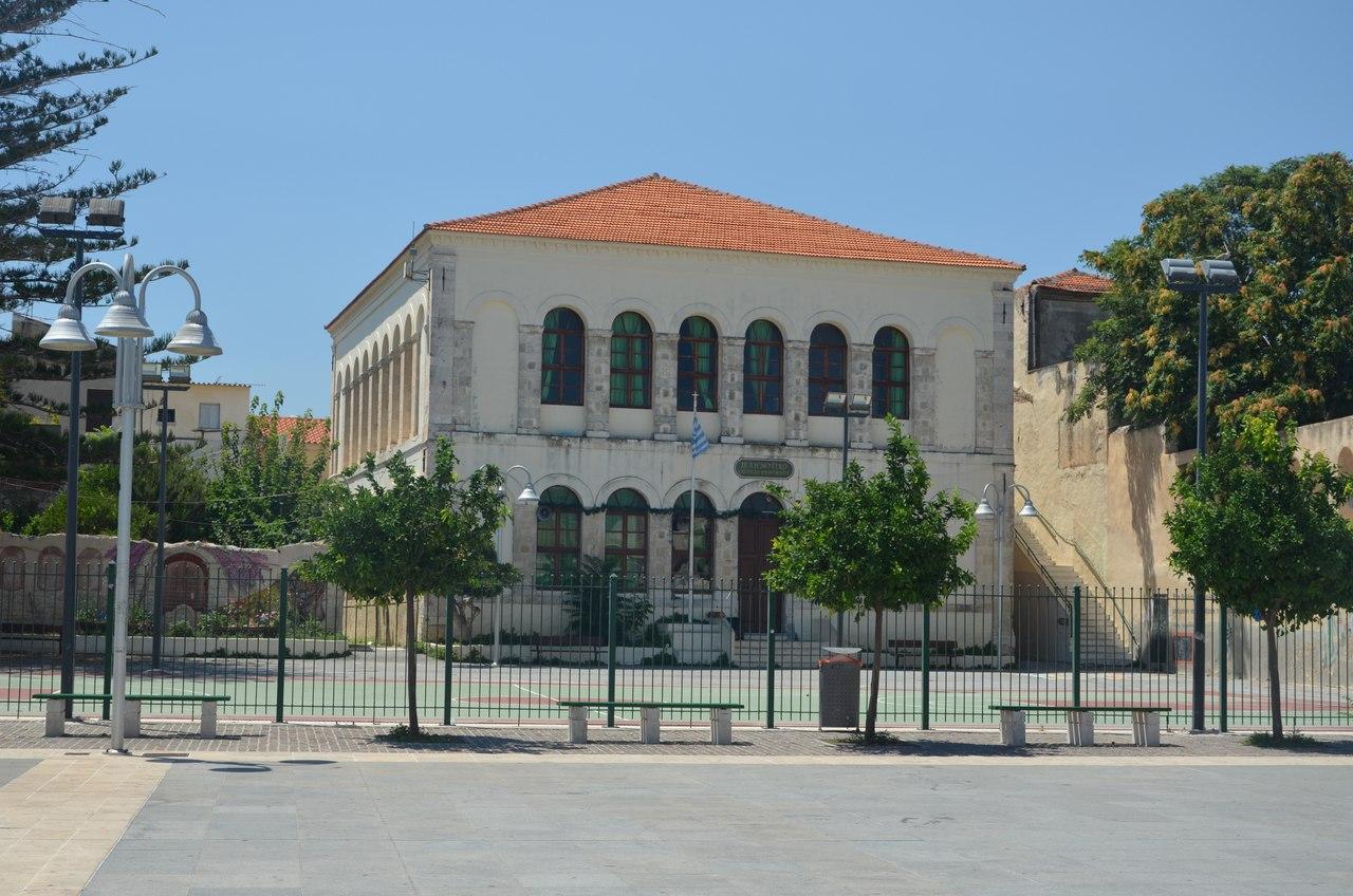 2AH8mlusbGU Ретимно один из самых красивых городов на Крите.