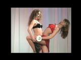 Танец юных моделей в бикини на конкурсе