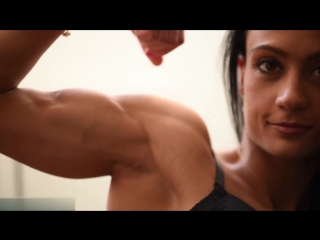 Fitness_Girl_with_Shapely_Biceps