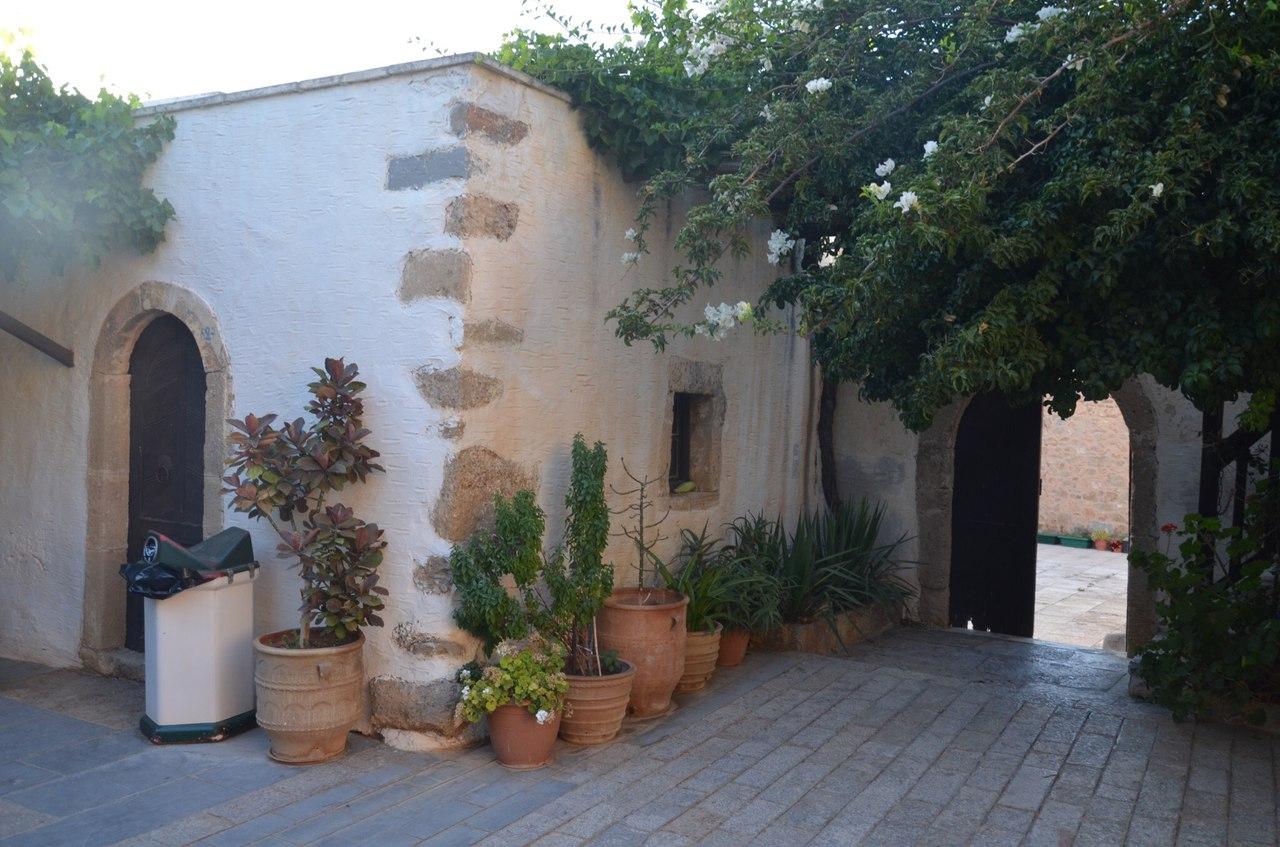 11P4o1w6J-8 Монастырь Топлу на острове Крит (Греция).