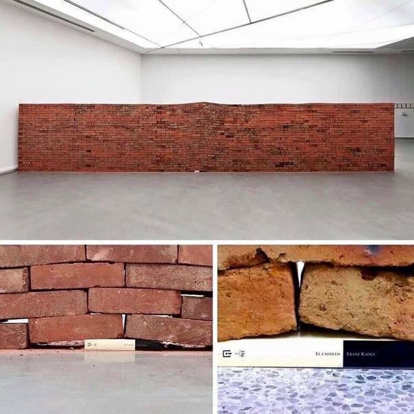 Арт-инсталляция El Castillo (в сети больше известна как сила одной кни