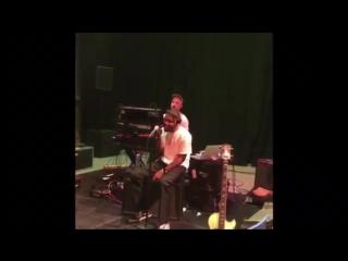 Выступление Frank Ocean с песней «Nikes» в студии