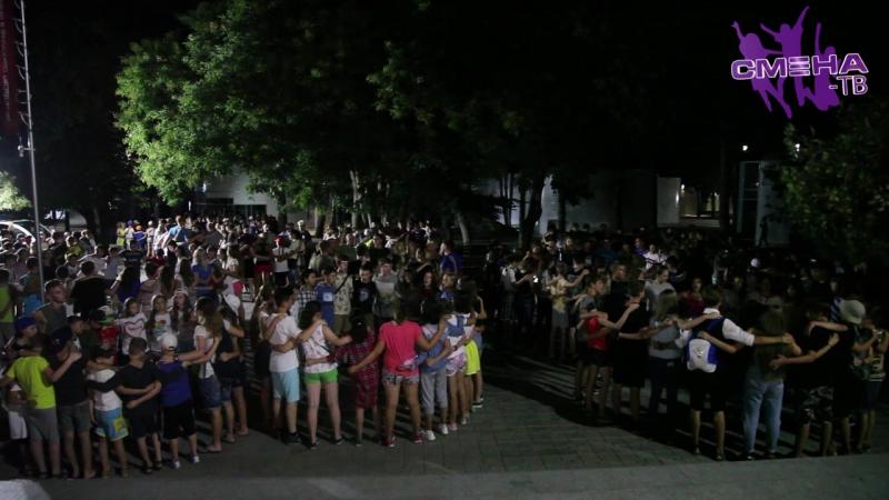 Шоу «Интуиция», спектакль «Алиса в стране чудес», «Киновечер». Вечерние мероприятия во Всероссийском детском центре «Смена»