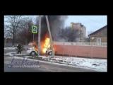 В Аксае на Советская/Луначарского сгорело такси после ДТП 12/02/17