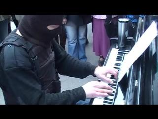 Ludovico Einaudi -- Nuvole bianche (Кременчуг, пианист-экстремист).mp4