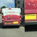 Надпись на машине службы доставки вина: в случае аварии несите сыр и крекеры.