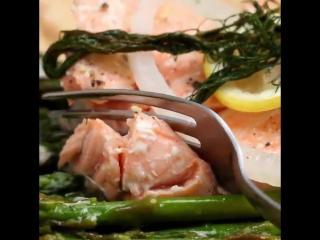 Запеченный лосось с картошкой