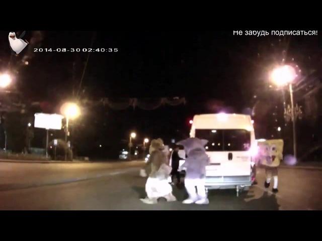 В суровом Челябинске Спанч Боб Лунтик Микки Маус и Белка избили агрессивного водителя Полный ржач