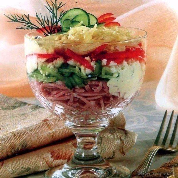 Салат-коктейль с ветчиной и сыром Ингредиенты: - 100 гр