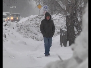 Взялись за дело: техника «Спецавтохозяйства» начала активно бороться со снегом на тротуарах после того, как городская власть уст