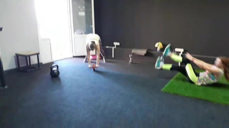 девочкам явно нравится тренировка