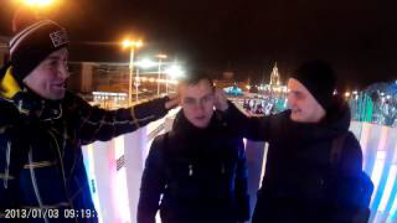 Клим и Павелс тянут за уши именинника Виктора Богатова