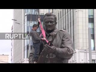 Памятник Михаилу Тимофеевичу Калашникову установлен в Москве. Торжественное открытие состоится 19 сентября, в День оружейника