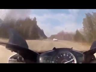 Догонит ли мотоцикл мерседес на скорости 300 км/ч?