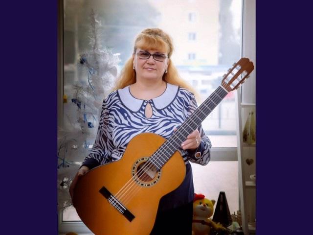 ЦАРЕВНА-НЕСМЕЯНА Наталия Муравьева Ретро песни 60 под гитару Ты стоишь у окна Кавер Кристалинская