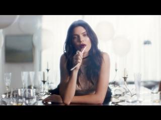 Wild Love: Kendall Jenner и Elle King для новой помады Pure Color Love