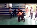 Отрабатываем хореографию. Примерно так выглядит подготовка к изображению боевых сцен. Китайские трюкачи составили сцену боя. По