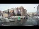 В Томской области девочка провалились в глубокую лужу на дороге