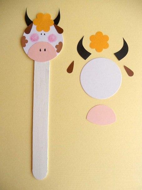 ЗООПАРК НА ПАЛОЧКАХ ОТ МОРОЖЕНОГО Целый зоопарк можно легко и просто соорудить вместе с детьми из палочек от мороженного и цветного картона. Таких забавных зверушек можно использовать для игр в