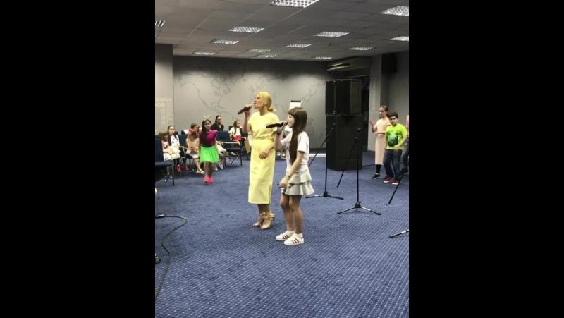 Olimpiadalipa Как и заказывали ✌🏻🎤нарезка репетици Видео собрала в трясучке по серпантину мы уже мчим на площадку Встречай Ар